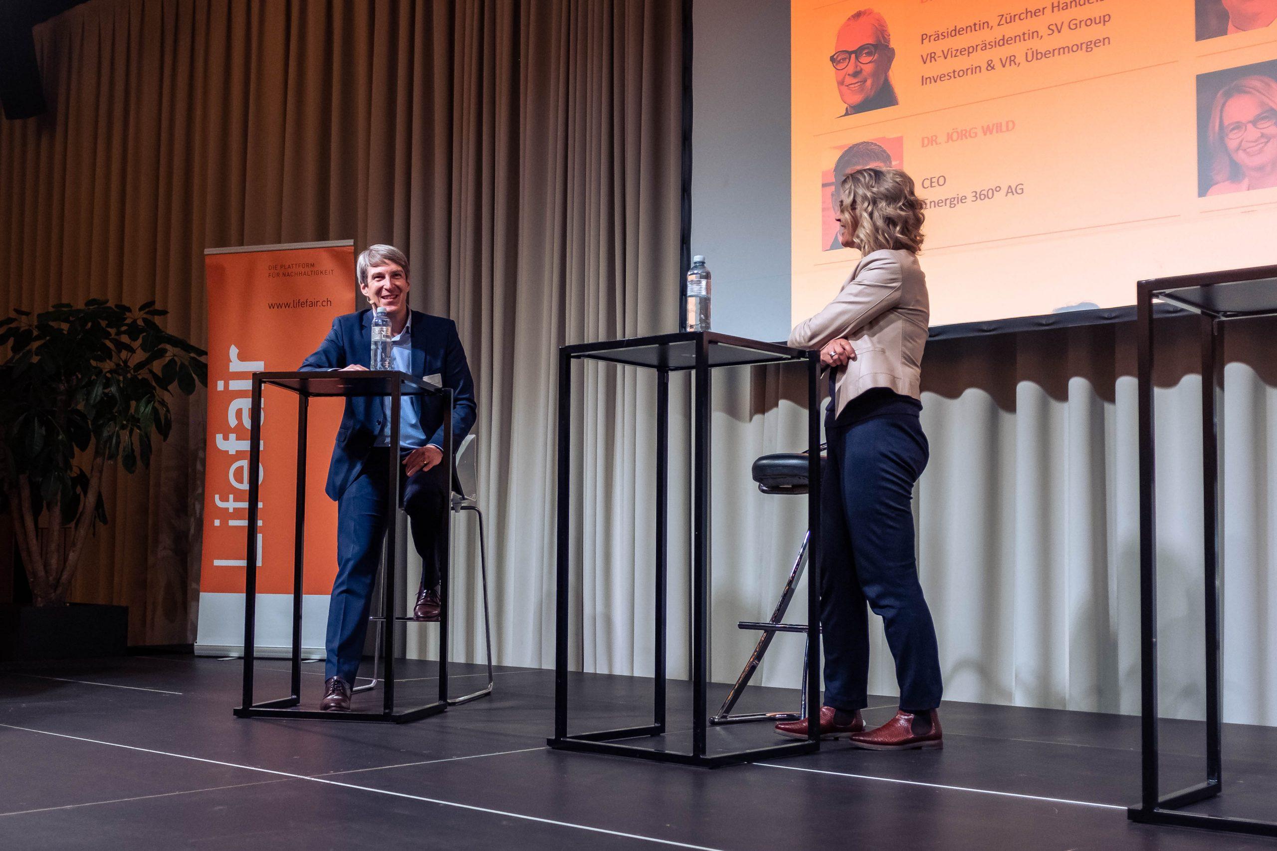 LF40, Bernard Germanier, Geschäftsführer & Leiter Services Quickpac, und Moderatorin Sonja Hasler, SRF