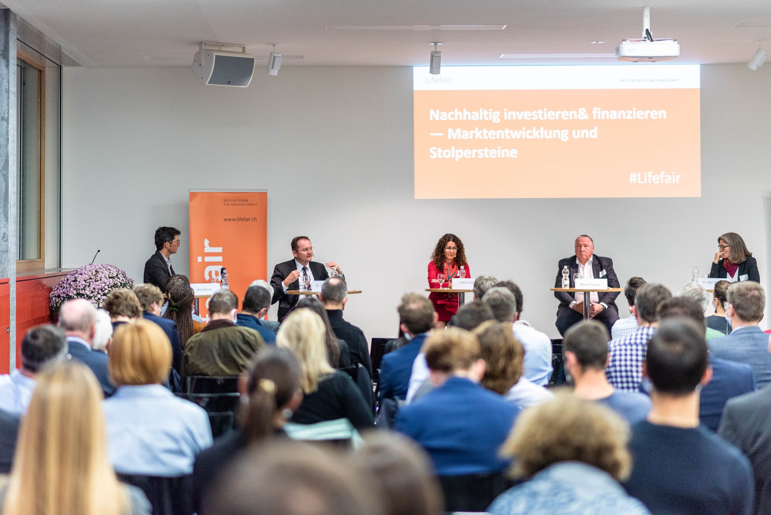 Panel Diskussion mit (von links nach rechts) Jörg Gasser; Dr. David Gerber, SIF; Sabine Döbeli, SSF; Marcel Pawlicek, Burckhardt Compression AG; Dr. Elgin Brunner, WWF
